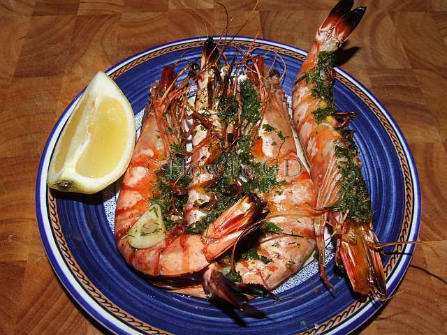How to grill large shrimps with green butter and garlic