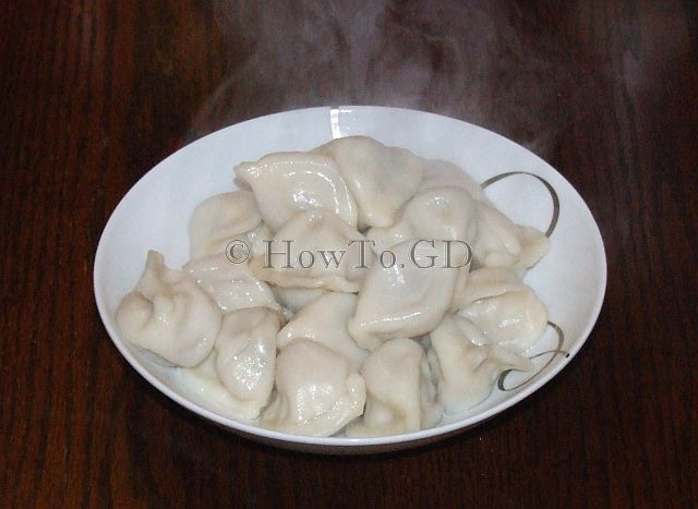 How to cook pork with celery dumplings by boiling