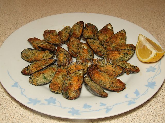 How to make mussels in garlic butter with breadcrumbs